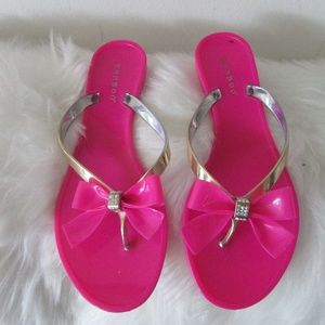 Bamboo fuschia summer sandals size 7